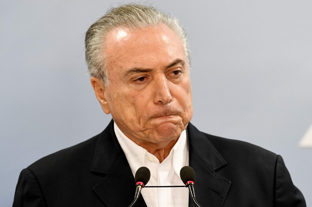 Brazilian President Michel Temer makes a statement at Planalto Palace in Brasilia, Brazil, on May 20, 2017. Temer on Saturday asked the Supreme Court to suspend a probe into his alleged obstruction of justice, saying a central piece of evidence is flawed. / AFP PHOTO / EVARISTO SA ORG XMIT: ESA116