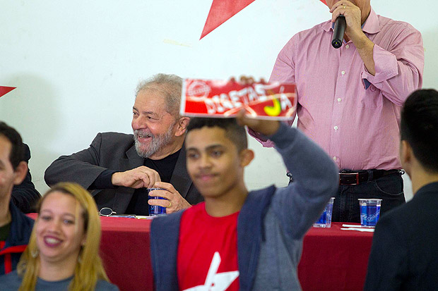 A Datafolha poll regarding voter preferences shows ex-president Lula maintaining his lead, with 29% to 30% of voter preference