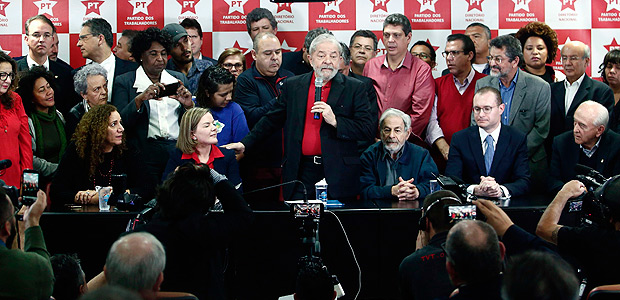Former Brazilian president Luiz Inacio Lula Da Silva (C) speaks during a press conference in Sao Paulo, Brazil