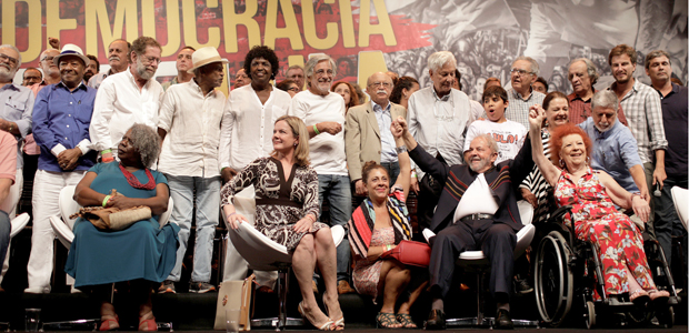Brazil's former President Luiz Inacio Lula da Silva poses with intellectuals and artists during an event in support of his candidacy for president in Rio