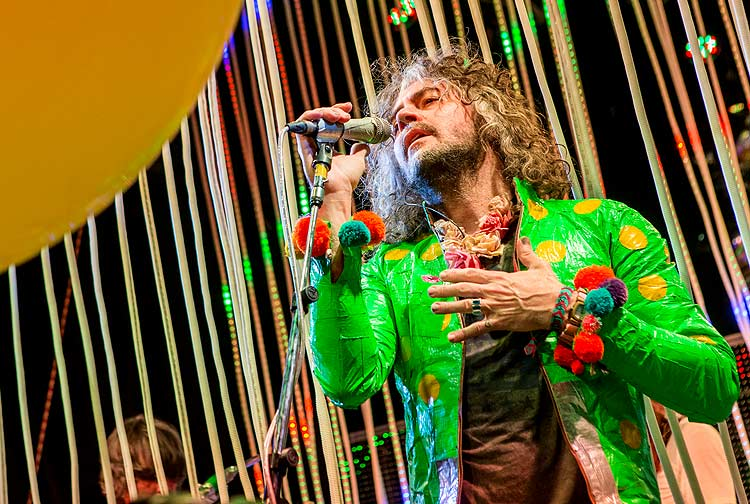 Vocalist Wayne Coyne of the Flaming Lips performs during a surprise concert at the Observatory on Sunday, Oct. 11, 2015, in Santa Ana, Calif. (Photo by Paul A. Hebert/Invision/AP) ORG XMIT: CAPH!03