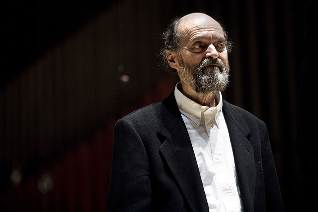ORG XMIT: 231201_1.tif Música: o compositor estoniano Arvo Pärt durante concerto em Copenhague, na Dinamarca. *** arquivar ilu***Photo/ Kristian Juul Pedersen/ AFP /Scanpix ---Estonian composer Arvo Part stands as he receives the Leonie Sonning Music Prize of 80 000 Euros (600 000 Danish Kroner) during a concert with the Danish National Symphony Orchestra in Copenhagen on May 22, 2008 in Copenhagen