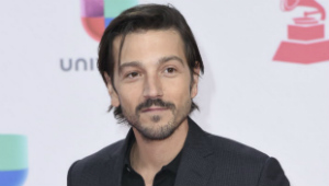 "O ator mexicano Diego Luna interpreta o capitão rebelde Cassian Andor, no filme ""Rogue One"" Richard Shotwell/Invision/AP"