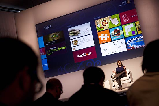 Julie Larson-Green, vice-presidente de gestão do Windows, fala sobre o Windows 8 em Barcelona
