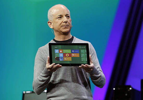 O executivo da Microsoft Steven Sinofsky apresenta tablet com Windows 8 durante evento na Calif�rnia