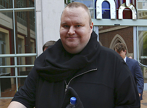 ORG XMIT: DGM05 Kim Dotcom leaves the New Zealand´s High Court in Auckland August 7, 2012. Kim Dotcom, the founder of the Megaupload online file-sharing site embroiled in U.S. piracy and fraud investigations, said on Tuesday New Zealand police punched and kicked him during a raid on his mansion. REUTERS/Simon Watts (NEW ZEALAND - Tags: CRIME LAW SCIENCE TECHNOLOGY)