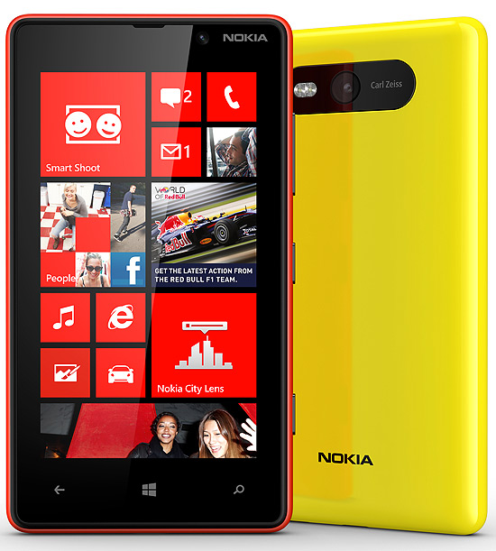 Smartphone Nokia Lumia 820, que terá Windows Phone 8