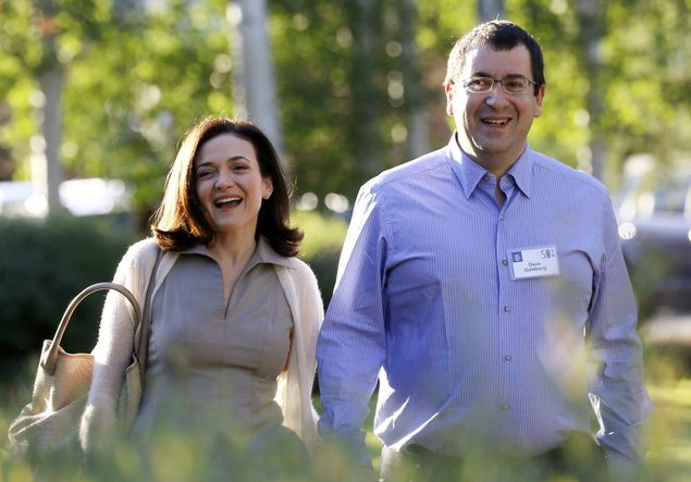 Sheryl Sandberg, executiva do Facebook, e seu marido, David Goldberg, morto em 2015
