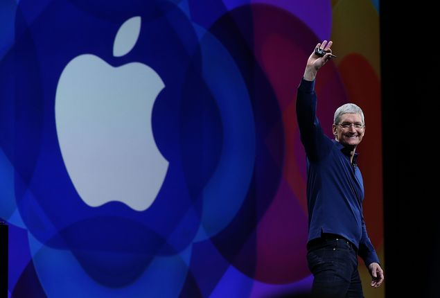 Legenda:SAN FRANCISCO, CA - JUNE 08: Apple CEO Tim Cook delivers the keynote address during Apple WWDC on June 8, 2015 in San Francisco, California. Apple annouced a new OS X, El Capitan, and a new iOS during the keynote at the annual developers conference that runs through June 12. Justin Sullivan/Getty Images/AFP == FOR NEWSPAPERS, INTERNET, TELCOS & TELEVISION USE ONLY ==