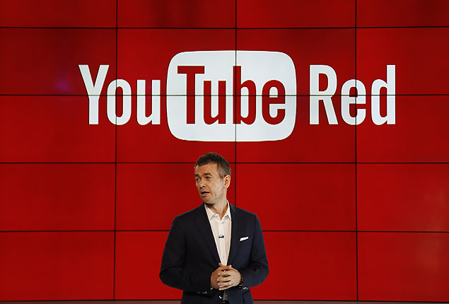 "Robert Kyncl, YouTube Chief Business Officer, speaks as YouTube unveils ""YouTube Red,"" a new subscription service, at YouTube Space LA offices Wednesday, Oct. 21, 2015, in Los Angeles. (AP Photo/Danny Moloshok) ORG XMIT: CADM201"