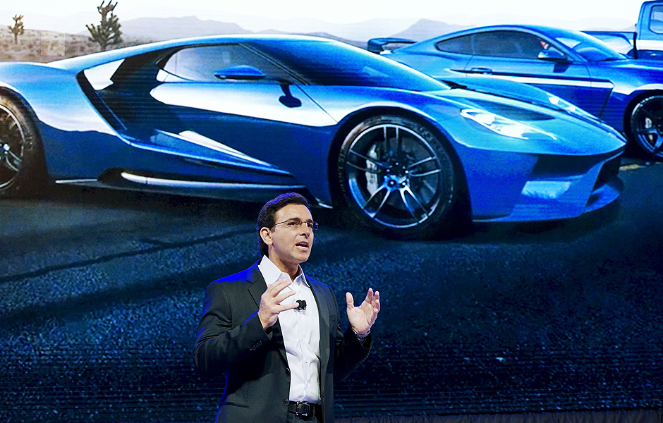 Ford Motor Co CEO Mark Fields speaks at the Ford press conference at the Consumer Electronics Show in Las Vegas, January 5, 2016. Ford said Tuesday it plans to triple to 30 the size of its fleet of self-driving test cars as part of an effort to accelerate autonomous vehicle development. REUTERS/Rick Wilking ORG XMIT: LAS504