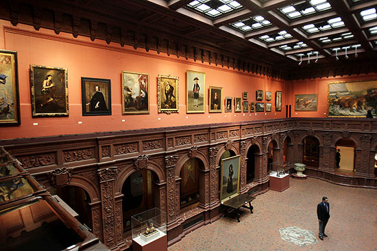Átrio central da Hispanic Society of America, localizado no bairro de Washington Heights, em Nova York