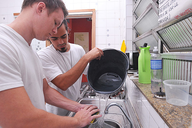 A group of Israeli guests had to take water from the bathroom to cook