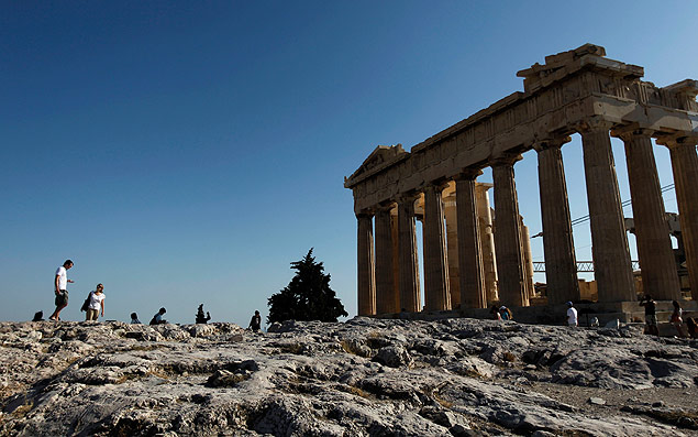ORG XMIT: ATH107 Tourists walk in front of the 2,500-year-old Parthenon temple, on the Acropolis Hill in Athens, Thursday, Aug. 25, 2011. Interest rates on debt-hobbled Greece's 10-year bonds climbed to a new record of above 18 percent Thursday amid concerns that demands for collateral in return for rescue loans could undermine the country's latest rescue package. Tourism is a key earner for Greece, and officials say arrivals increased more than 10 percent this season. (AP Photo/Petros Giannakouris)