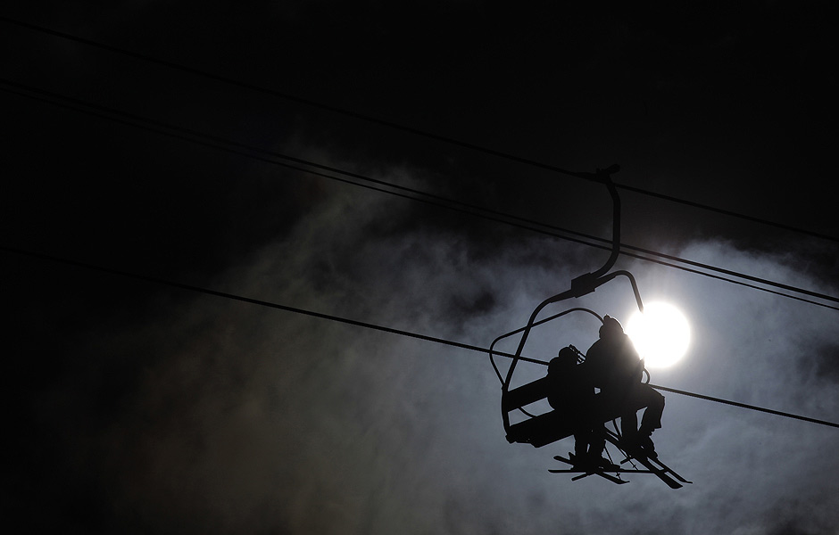 ORG XMIT: STN102 Skiers ride chairlifts to a race track at the Bulgarian ski resort of Bansko, some 150 kms (93 miles) south of Sofia February 17, 2012. REUTERS/Stoyan Nenov (BULGARIA - Tags: SPORT SKIING)