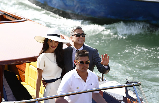 US actor George Clooney and British lawyer Amal Alamuddin leave the palazzo Ca Farsetti on a taxi boat on September 29, 2014 in Venice, after a civil ceremony to officialise their wedding. AFP PHOTO / PIERRE TEYSSOT ORG XMIT: ITA3794