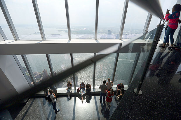 The One World Obser�vator�y atop the 1 World Trade Cente�r in New York, May 27, 2016. The obser�vatio�n deck at the World Trade Cente�r, the highe�st in the Weste�rn Hemis�phere�, has had a short�fall of visit�ors since it opene�d in May 2015.(Chan�g W. Lee/T�he New York Times�)