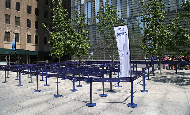 The entra�nce to One World Trade Cente�r in New York, May 27, 2016. The obser�vatio�n deck at the World Trade Cente�r, the highe�st in the Weste�rn Hemis�phere�, has had a short�fall of visit�ors since it opene�d in May 2015. (Chan�g W. Lee/T�he New York Times�)