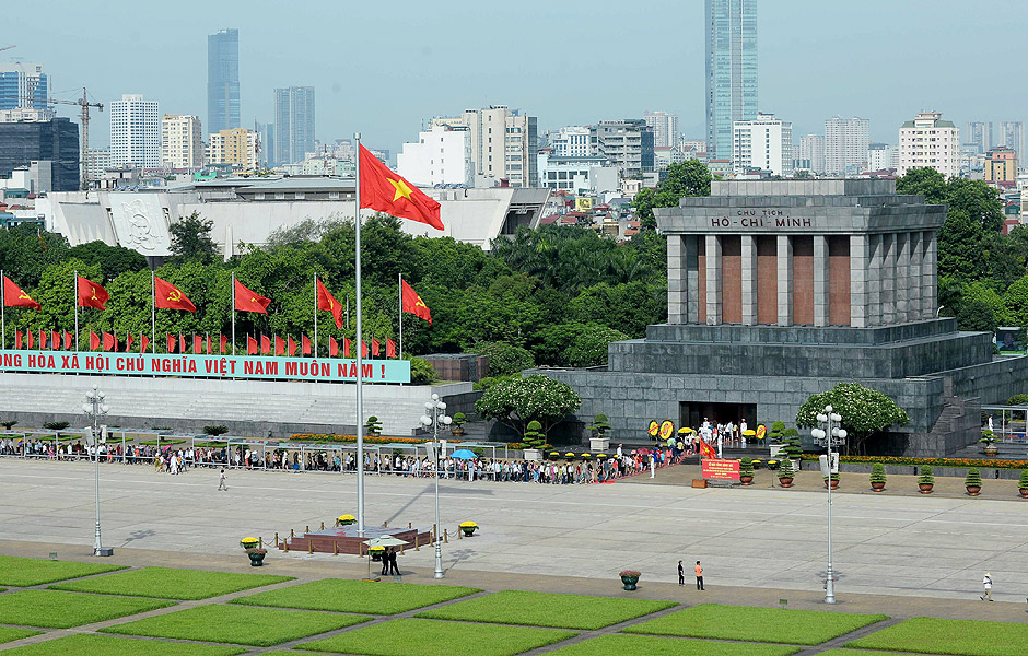People line up to walk into the mausoleum of late president Ho Chi Minh, founder of today's communist Vietnam in Hanoi on July 20, 2016. / AFP PHOTO / HOANG DINH NAM ORG XMIT: NAM3674