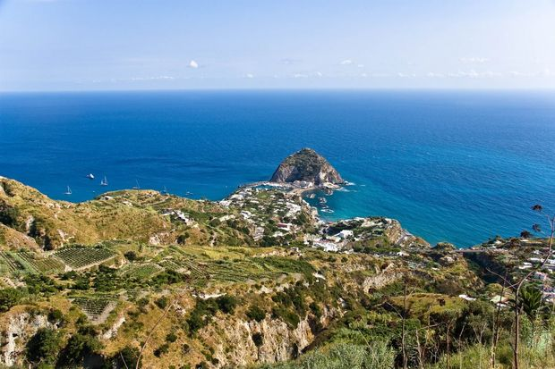 Vista do mirante de Serrara, em Ischia, na It�lia