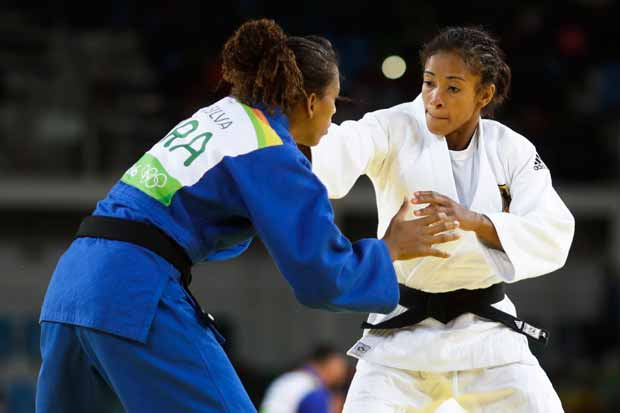 Germany's Miryam Roper, white, competes against Brazil's Rafaela Silva during the women's 57-kg judo competition at the 2016 Summer Olympics in Rio de Janeiro, Brazil, Monday, Aug. 8, 2016. (AP Photo/Markus Schreiber) ORG XMIT: OJUD124
