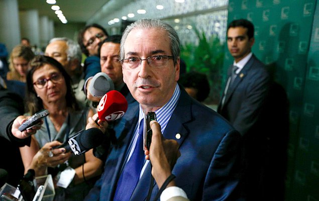 O presidente da Câmara dos Deputados, Eduardo Cunha (PMDB-RJ), fala com a imprensa sobre a decisão da maioria dos ministros do STF (Supremo Tribunal Federal) sobre o rito do pedido de impeachment da presidente Dilma Rousseff