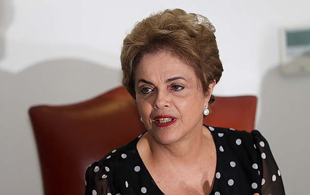 A presidente Dilma Rousseff concede entrevista a ve�culos de comunica��o no Pal�cio do Planalto, em Bras�lia (DF), nesta quarta-feira; Brazil's President Dilma Rousseff speaks during an interview at the Planalto Presidential Palace