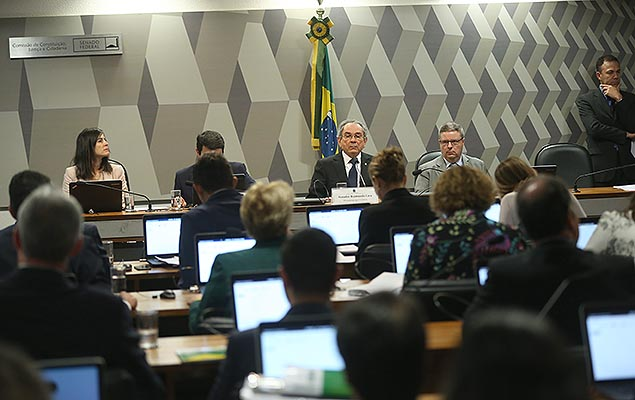 Sess�o do Senado que aprovou relat�rio a favor do impeachment de Dilma Rousseff, na quinta (4)