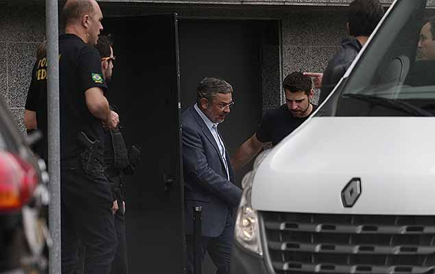 Former Presidential Chief of Staff and Finance Minister Antonio Palocci (PT) was temporarily detained on Monday (the 26th) as part of the Lava Jato Operation