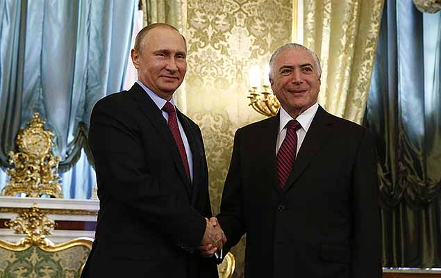 Russian President Vladimir Putin (L) shakes hands with his Brazilian counterpart Michel Temer during a meeting at the Kremlin in Moscow, Russia June 21, 2017.