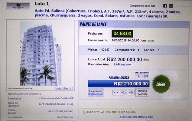 The beachfront triplex apartment in Guarujá was purchased at an auction for the minimum bid of R$ 2.2 million