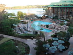 Piscina e �rea externa do hotel Disney Wilderness Lodge