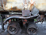 Empty fuel tank, which caught fire after collision with a car; Imigrantes highway northbound is reopened after major accident