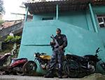 Policial militar durante ocupa��o do Morro do Vidigal, que foi ocupado simultaneamente com a favela da Rocinha, ocupados na manh� de hoje pelas For�as de Seguran�a do Estado Leia mais