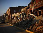 Imóveis ficam destruídos após tornados atingirem região de Kentucky, nos Estados Unidos Leia mais