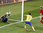 Glen Johnson, goleiro da Inglaterra leva gol da Sucia em partida pela Eurocopa 2012