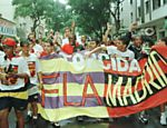 Torcedores da Fla-Madrid comemoram a derrota do Vasco para o Real Madrid na final do Mundial de 1998
