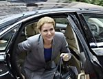 A primeira-ministra da Dinamarca Helle Thorning-Schmidt chega ao segundo dia de encontro de lderes europeus em Bruxelas  Leia mais