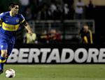 Riquelme, do Boca Juniors, domina a bola Saiba mais sobre a partida