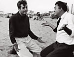 Federico Fellini ensaia com Marcello Mastroianni durante a filmagem de &quot;A Doce Vida&quot; (1960). Imagem faz parte da exposio Leia mais