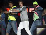 O popstar Justin Bieber durante show ao ar livre na Cidade do Mxico Leia mais