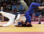 A sul-coreana Kim Kyung-Ok luta contra a brasileira Erika Miranda (de branco) pela categoria at 52 kg do jud Veja o especial dos Jogos Olmpicos 