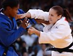 A judoca brasileira Maria Portela (de branco) durante luta contra a colombiana Yuri Alvear na categoria at 70 kg Veja o especial dos Jogos Olmpicos 