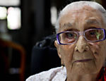 Dona Can, 104, em sua casa em Santo Amaro, na Bahia, cidade natal de Caetano Leia mais