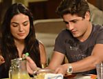 Suelen (Isis Valverde) e Roni (Daniel Rocha) em cena de &quot;Avenida Brasil&quot;