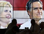 Eleitores almoam pizza em frente a tela que exibe Romney ao lado de sua mulher Ann, no 2 dia da Conveno Nacional Republicana, em Tampa Leia mais