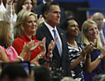Candidato presidencial republicano Mitt Romney e sua esposa Ann Romney aplaudem aps o discurso de governador de Nova Jersey Chris Christie Leia mais
