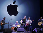 A banda Foo Fighters se apresenta no evento da Apple em San Francisco Leia mais
