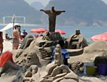 Escultura de areia  vista na praia de Copacabana, no Rio de Janeiro; a praia de Copacabana foi considerada pelo site norte-americano, Huffington Post, como uma das mais perigosas do mundo devido ao alto nvel de crimes