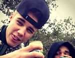 Justin Bieber publica foto &quot;se achando&quot; com cerveja